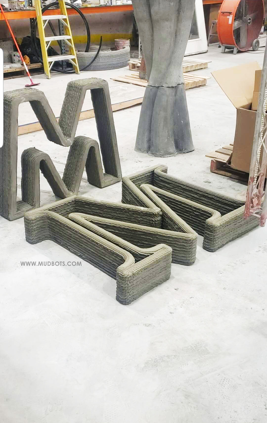 3D Print large letters made with concrete by using Mudbots 3D Concrete Printing technology